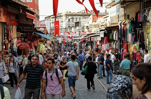 turkey-istanbul-mahmutpasa-yokusu-street-at-grand-bazaar